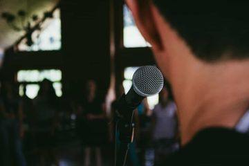 11 Powerful Public Speaking Tips to Hook Any Audience