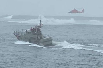 3 fisherman dramatically rescued after boat capsizes in 12 foot waves