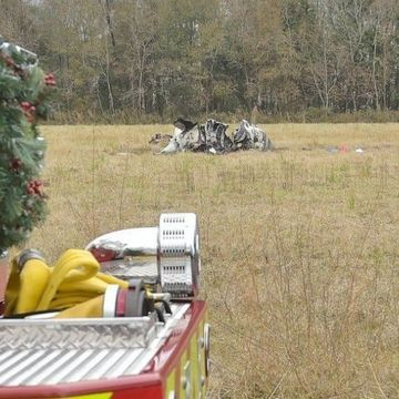 5 dead in small plane crash, 1 survivor hospitalized
